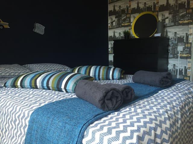 Sunny room near Plaza de Espanya