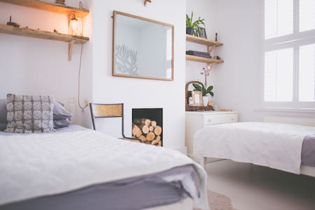 Twin Wood Room @Brighton Heights - Brighton