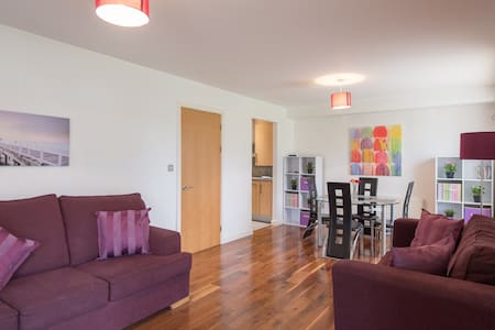 Modern city Apartment with parking - Santry