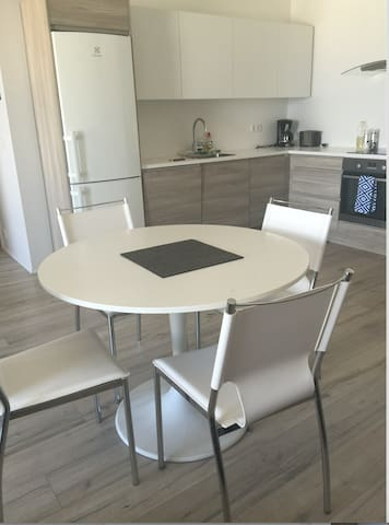 New Apt in the heart of RVK with stunning view!