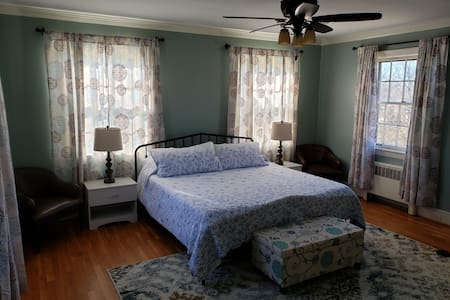 Charming & Convenient in the heart of Martinsville