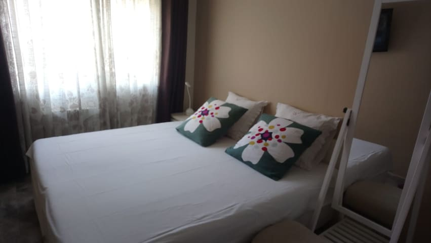 ROOM CENTRAL, IDEAL for CITY VISITORS II