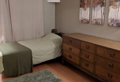 Private Room w/ Shared Bath (Sunrise - Room #22)