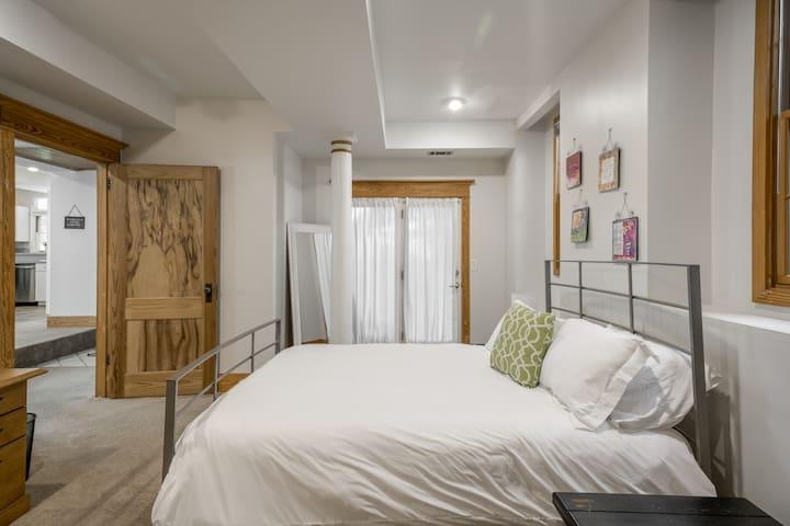 Private Apartment in Unique Virginia Highland Home