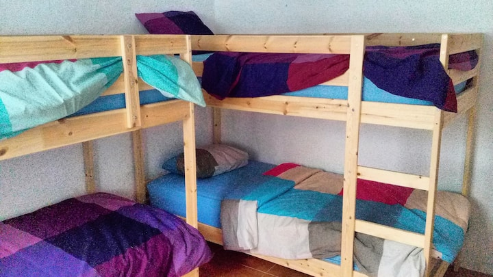 Shared Rm Hostel Dorm Bed(s) Book 1,2 or 3 Guests