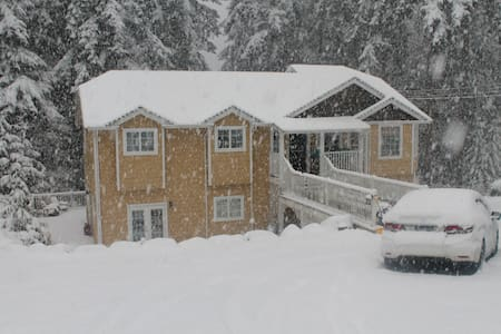 Self Contained Suite - Cowichan Bay