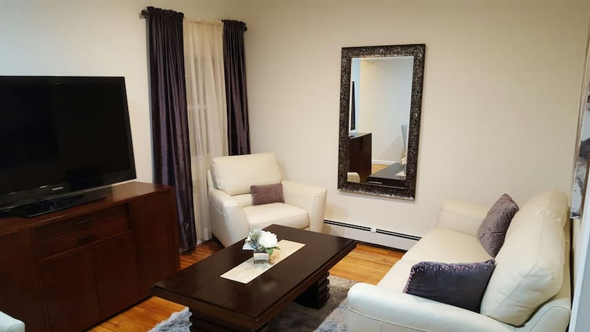 Comfy 2 Bedroom Minutes from JFK - Queens - Apartament