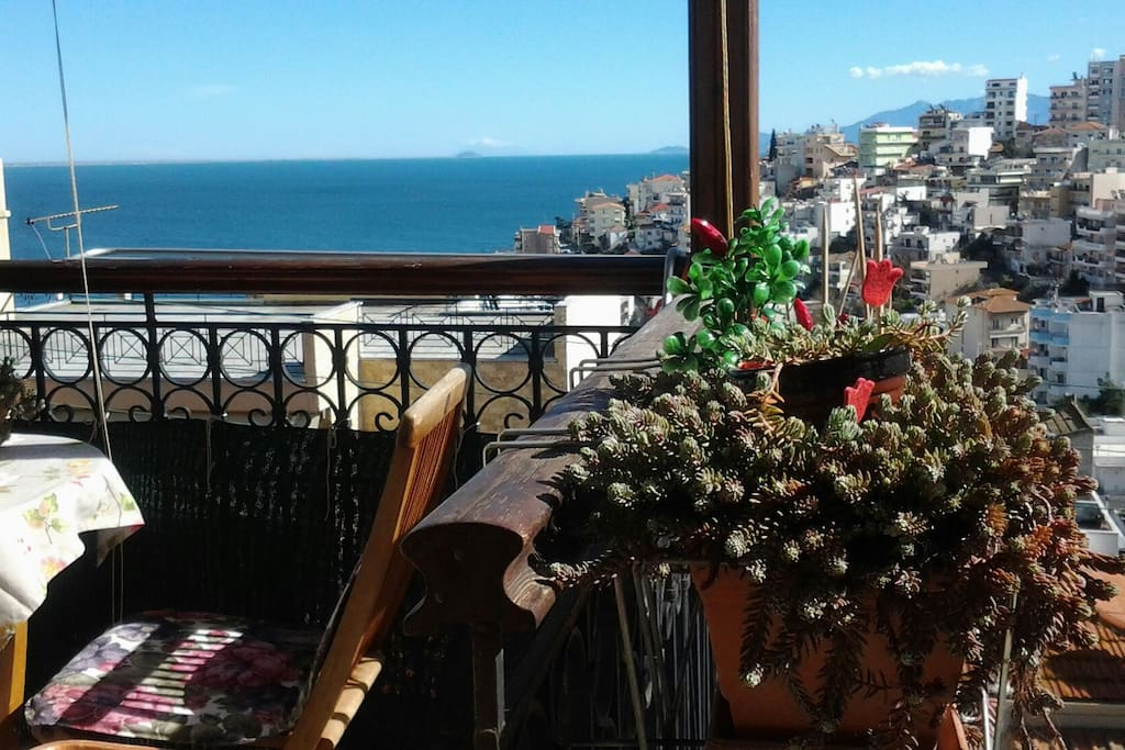 view from the house and the bedroom. terrace.  enjoy your breakfast and lunch,  and coffee .comfort. .hosting . χωρίς τη ζέστη του κεντρου..