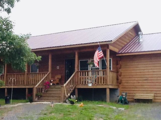 KAVALANEY REST - Log Cabin Country Setting