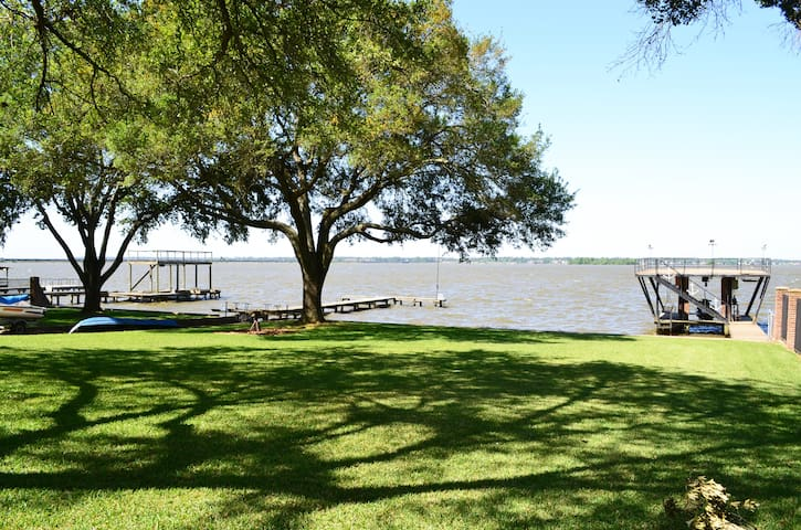 Large Lake front home - Huffman - Huis