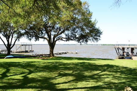 Large Lake front home - Huffman - Casa