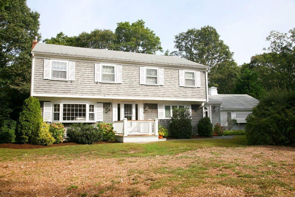 Charming Cape Cod Colonial on dead end street.  1 mile to the Beach. Hear the Birds and Smell the Salt Air!