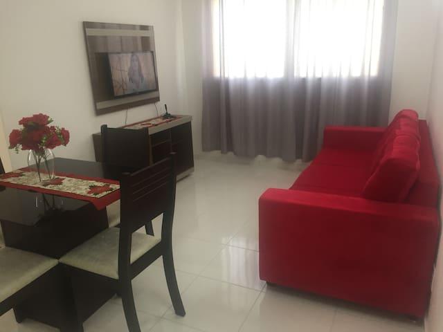 Apartamento mobiliado com localização perfeita.