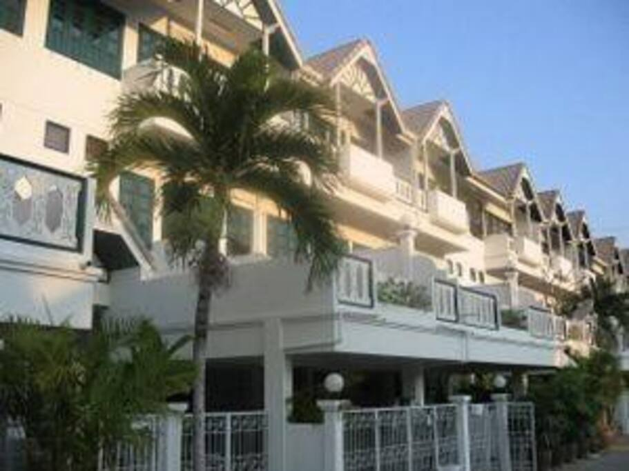 The Baan Thai terrace row in Khao Takiab