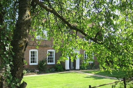 Farm Bed and Breakfast Double Room - Stratfield Mortimer - Bed & Breakfast