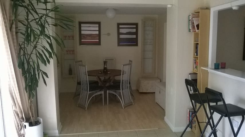 (SENSITIVE CONTENTS HIDDEN)FromHome2-CosyCleanSpacious - Cambourne - Talo