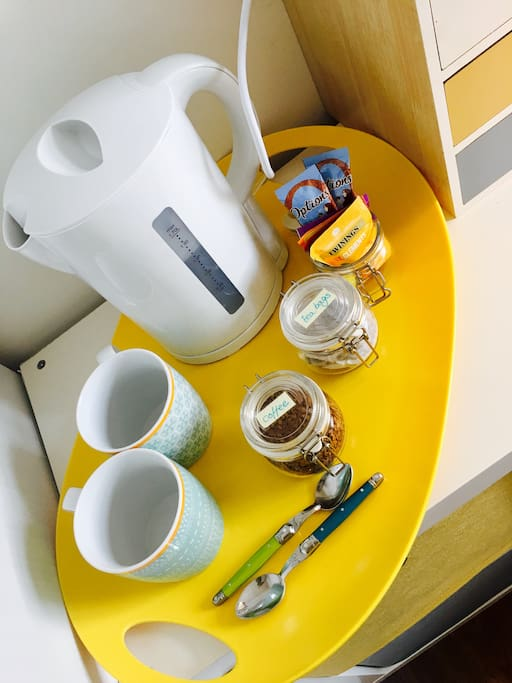 Tea, coffee and drinks facilities in guest room