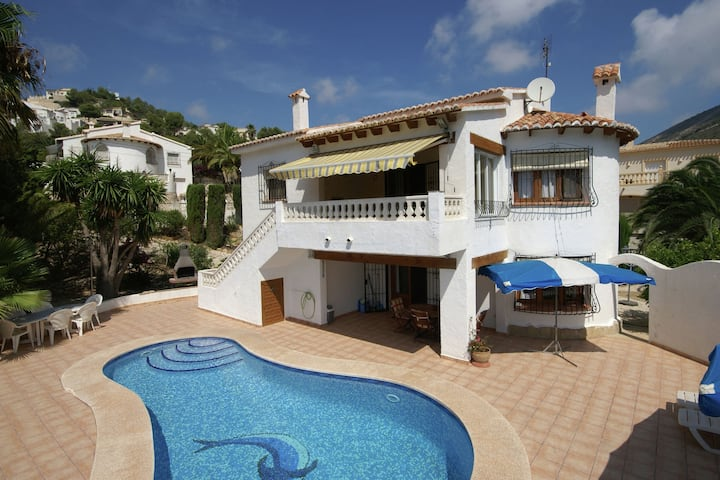 Detached holiday home private swimming pool and beautiful gardens in Moraira