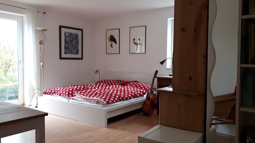 Schönes, ruhiges Zimmer mit Duschbad u. Freisitz