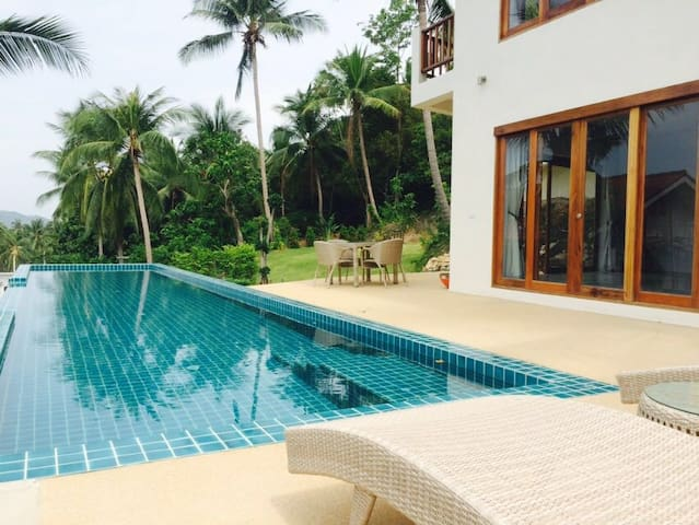 Sea view VILLA 185m² close Bophut and Maenam beach - เกาะสมุย