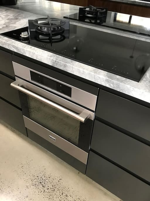 Asko Pro appliances, including induction cooktop and gas wok burner.