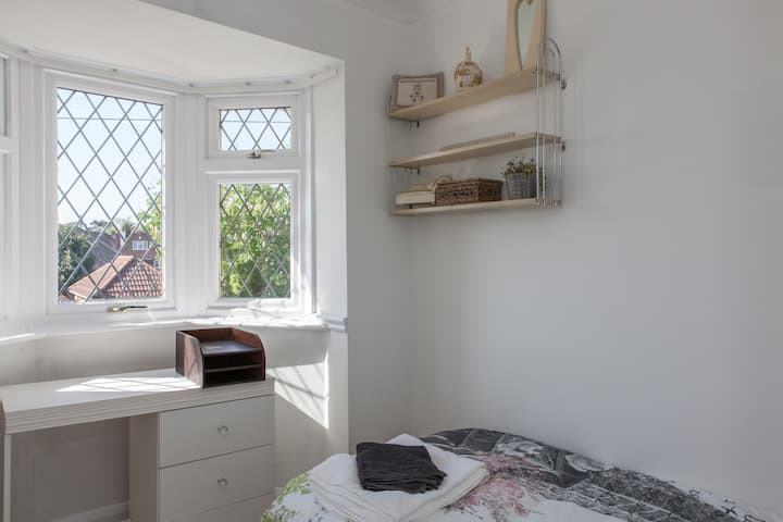 A sunny, single room in a fabulous family home! 🤩❤️