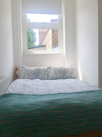 Cozy room (female only please)