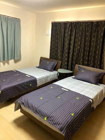 2楼的卧室,房间够大。