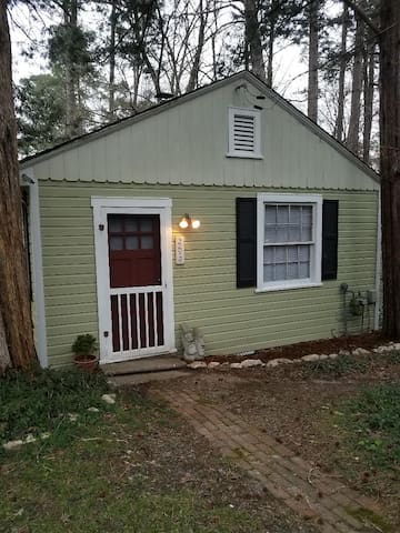 2 Cedars Cottage - Downtown Durham