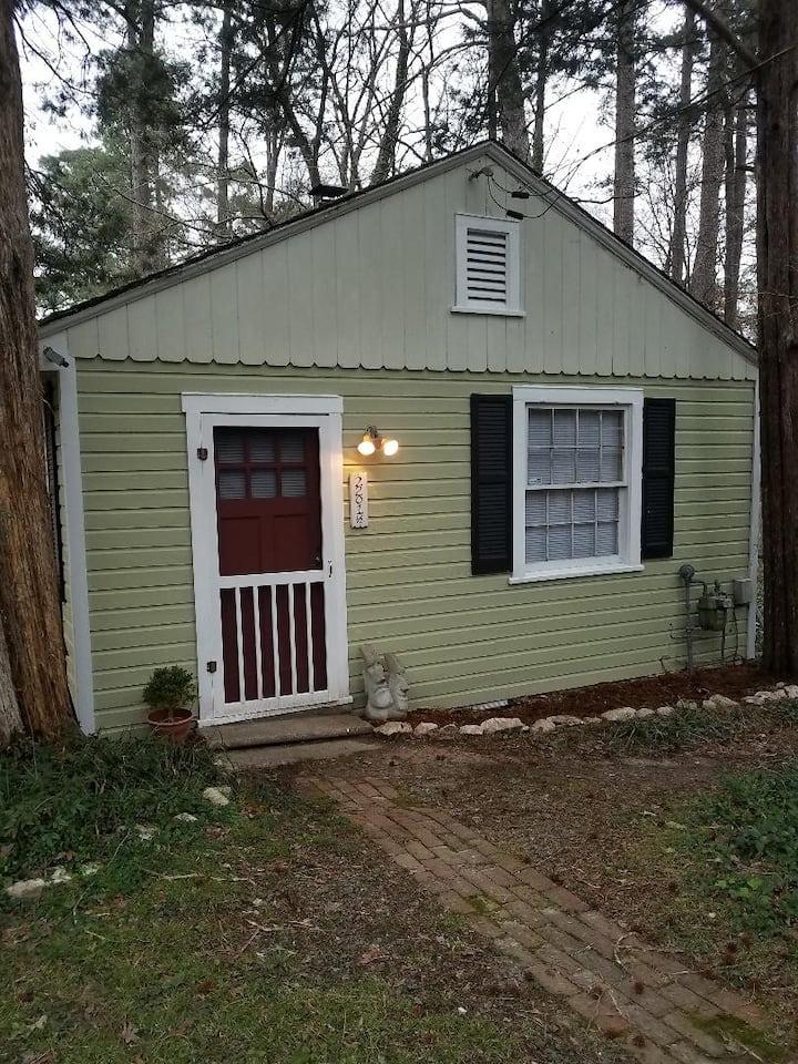 2 Cedars Cottage - Downtown Durham