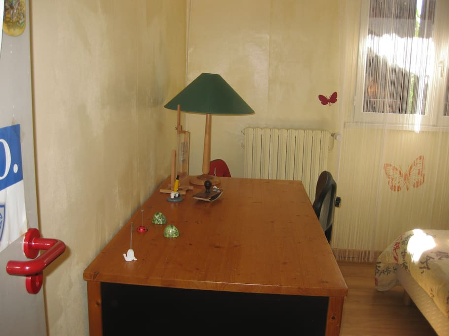 Grand bureau avec 2 tiroirs