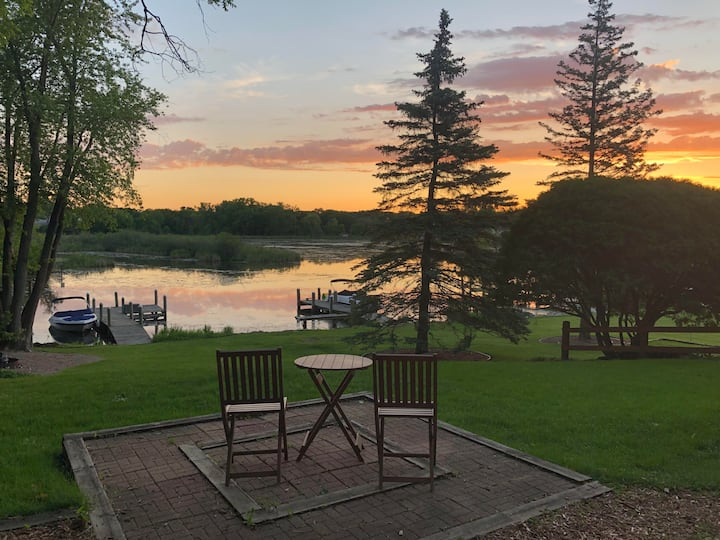MINNESTAY* Lakefront Retreat ★ Lake Minnetonka ★ Minutes from Excelsior ★ Boat Slip