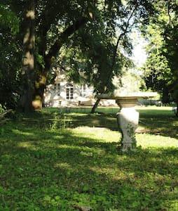 Domaine Les Granges - Fontaines - Guesthouse