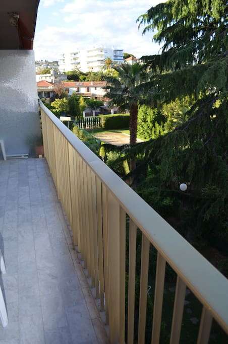 Balconny of 7m² with tables and chairs to relax in summer time.