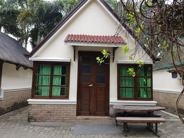 1 cabana good for 4 w/ nice toilet