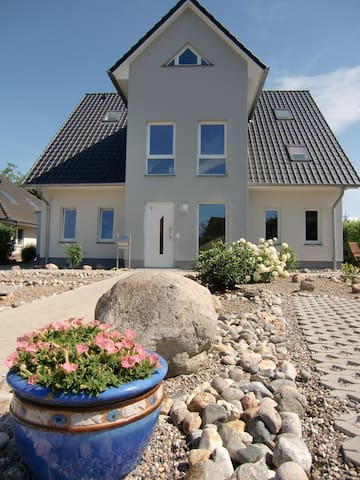 Dachgeschoss-Studio Landferienhaus - Beselin - Hus