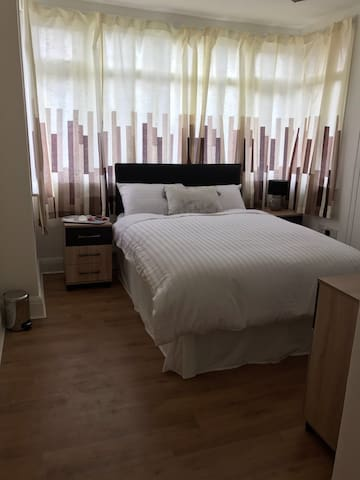 Beautiful double room in Wembley Central - Wembley