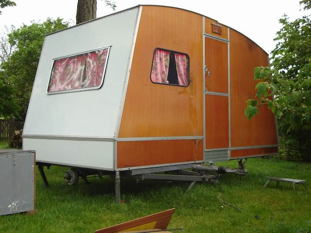 Top 20 des camping cars et mobile homes louer tours for Caravane chambre 19 shopping