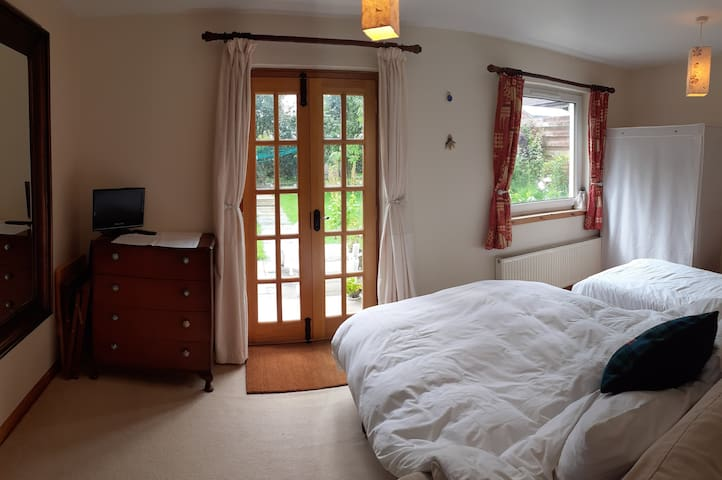 Beautiful self-contained apartment, sleeps 3