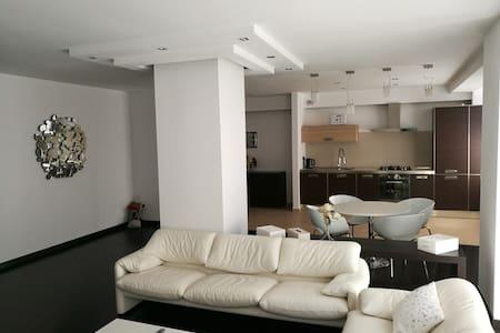 Modern Apartment in French Village - București