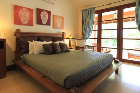 Ho'oilo House B&B, Garden View Suite 'Akala Manu' - Lahaina