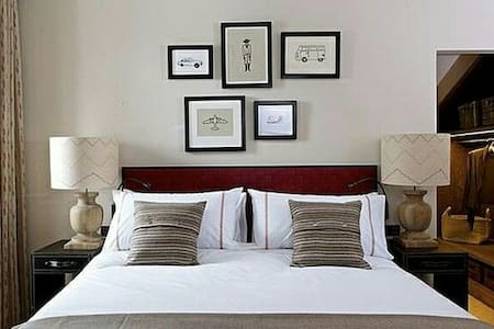 room in room with beds - Worthing