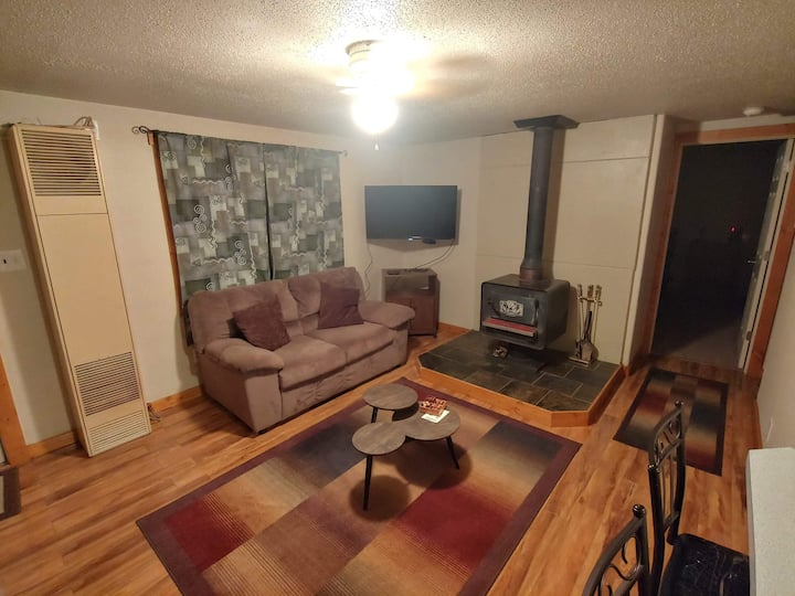 Modern, spacious 2 bedroom home in Saratoga