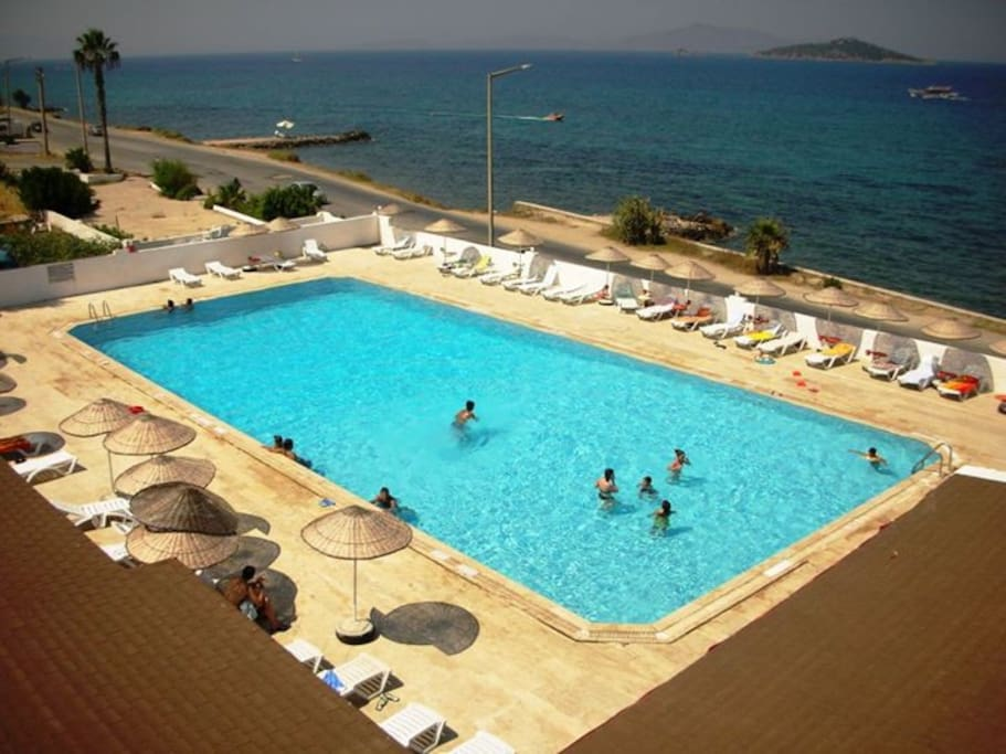 Enjoy your pool or sea on your beach