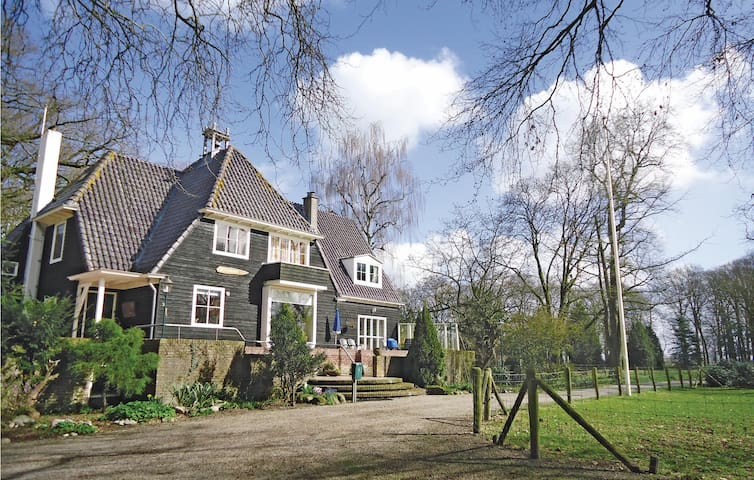 Semi-Detached with 3 bedrooms on 95 m² in Kamperveen