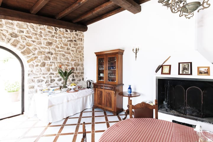 b&b charming country house,Sonnino - Sonnino - Aamiaismajoitus