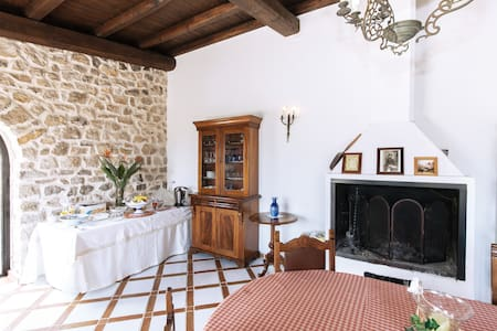 Maison de Charme  negli ulivi - Bed & Breakfast