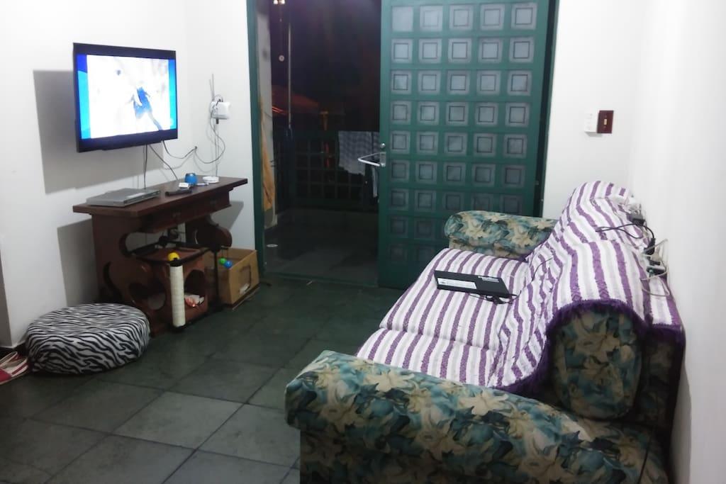 sala de TV e varanda (ao fundo)