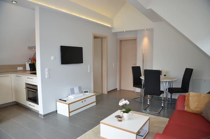 Ruhe und Ausblick für 2 + 1 - Königstein - Apartemen