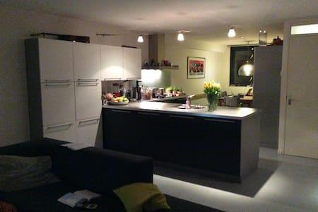 Modern ruim huis met tuin - Utrecht